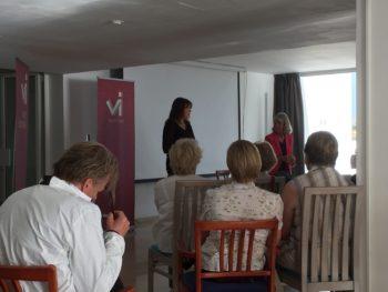 Chefredaktör Sofia Wadensjö Karén och Karin Thunberg